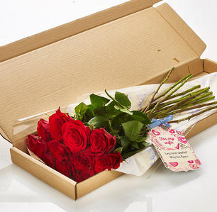 Product_tile_3col_lbf_315205_twelve_red_roses_letterbox_valentines-web