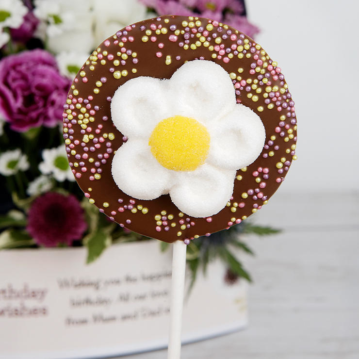 Milk chocolate daisy lolly
